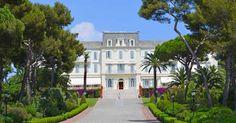 L'hôtel du Cap-Eden-Roc est sans doute le dernier grand palace de la Côte d'Aur, un hôtel exceptionnel comme il en existe peu en Europe