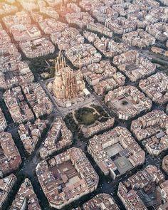 """1,314 Me gusta, 23 comentarios - Barcelomeno (@barcelomeno) en Instagram: """"Del artista @gallivanti . . . . #ig_barcelona #igersbarcelona #barcelonacity #barcelonagram…"""""""