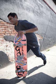 Dickes rider Vincent Alvarez skating on the streets