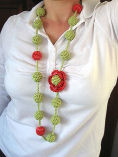 Buds & Blossoms Necklace: free crochet pattern