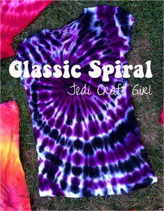 Love this purple tie-dye! Jedi Craft Girl: Tie-Dye 101 {the classic spiral Make A Tie, How To Tie Dye, How To Dye Fabric, Dyeing Fabric, Diy Tie Dye Fabric, Diy Tie Dye Cake, Tie Dye Tips, Tie Dye Tutorial, Tie Dye Instructions
