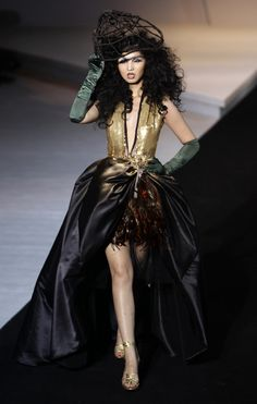 32 Fascinating Outfits From China Fashion Week (I could do without the hat, but the dress and gloves are amazing)