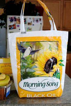 borsa con sacchi di plastica                                                                                                                                                                                 More