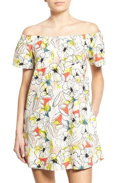 This easygoing shift dress with an off-the-shoulder neckline is perfect for sunny days with its fun floral print.