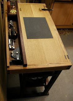 WORKING WOOD: A Dedicated Sharpening Bench -final-
