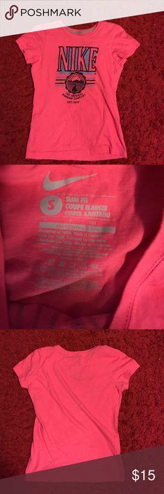 Nike short sleeve shirt size Small Nike short sleeve shirt size Small Nike Tops Tees - Short Sleeve