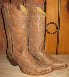 Rivertrail Mercantile - Corral Boots Distressed Naham, $157.99 (http://www.rivertrailmercantile.com/corral-boots-distressed-naham/)