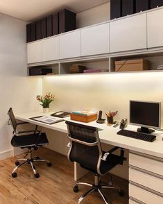 Bom dia!!' Começando a segunda com esse homeoffice super agradável e elegante!! Inspiração✔#arquiteturadeinteriores  #arquitetura #archdecor #archdesign #archlovers #interiores #instahome #instadecor #instadesign #design #detalhes #produção #decoreseuestilo #decor #decorando #decordesign #luxury #decorlovers #decoração #homestyle #homedecor #homedesign #decorhome #home #homeoffice #office #escritório #referencia