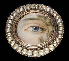 Rose gold oval brooch surrounded by seed pearls, cal. 1790. Collection of Dr. and Mrs. David Skier. #lookoflove #eyeminiatures #loverseye