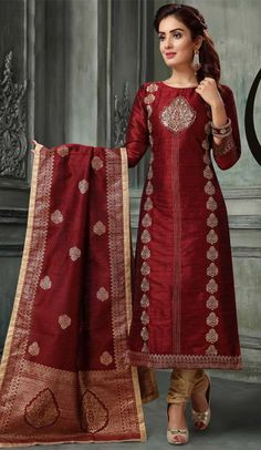 Make the heads flip after you costume up in this sort of a lovely ready made embroidery designs salwar kameez. the lovely embroidery with print work a subs Kareena Kapoor, Priyanka Chopra, Churidhar Designs, Kurta Designs Women, Churidar Suits, Salwar Kameez Online, Sherwani, Maroon Color, Suits For Women