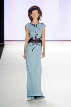 Someone has GOT to wear this on the Red Carpet this award season! I think it would look AMAZING on Emma Stone!