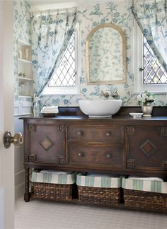 Wonderful Cottage Curtain Designs for Bathrooms - Cottage design is adopted in many residents for its simple country look. Adopting this design using curtains in the bathroom will be faultless as long as functionality, appropriate size and comfort are considered. The functionality depends on the choice of waterproof material, appropriate size...