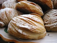 authentic italian recipes sfogliatella Real Recipe Wednesday: Sfogliatella Recipe is linked and a video on how it is shaped. Can use puff pasty. Italian Pastries, Italian Desserts, Italian Dishes, Italian Recipes, French Pastries, Pastry Recipes, Dessert Recipes, Cooking Recipes, Cake Recipes