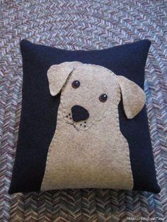 Applique Puppy Dog Pillow Labrador Retriever by Justplainfolk Applique Pillows, Sewing Pillows, Wool Applique, Applique Patterns, Diy Pillows, Applique Designs, Fabric Art, Fabric Crafts, Sewing Crafts