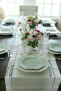 Spring tablescape, spring table setting, mother's day table setting, mother's day tablescape