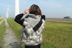 Black Flower sjaal van Pimps and Pearls. Deze sjaal kun je op verschillende manieren dragen #sjaal #black #flower #pimpsandpearls Knits, Fashion Backpack, Backpacks, Wool, Crochet, Bags, Handbags, Backpack, Ganchillo
