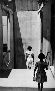 Henri Cartier-Bresson, Passage Bavestrello in Valparaiso, Chile. Henri Cartier Bresson, Magnum Photos, Documentary Photography, Film Photography, Street Photography, Urban Photography, Color Photography, Photography School, Photography Lessons