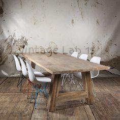 Industriële eettafel 200cm van mangohout whitewash Sale! Prachtige tafel van robuust mangohout en een subtiele whitewash.    Onze tafels zijn niet zomaar houten objecten, onze tafels zijn een uitbreiding van het gezin! Stoer en met liefde gemaakt!