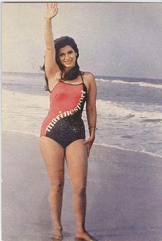 Throw back photo of Dimple kapadiya Indian Bollywood Actress, Indian Actress Hot Pics, Bollywood Actress Hot Photos, Beautiful Bollywood Actress, Most Beautiful Indian Actress, Beautiful Actresses, Bollywood Celebrities, Indian Actresses, Bollywood Bikini