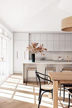 Interior Design Minimalist, Interior Desing, Contemporary Interior Design, Modern Kitchen Design, Interior Design Kitchen, Interior Architecture, Kitchen Decor, Kitchen Ideas, Modern White Kitchens