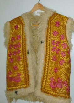 Vintage-1970-70s-hand-embroidered-Afghan-sheepskin-fur-vest