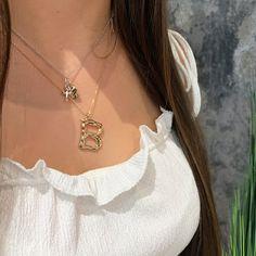 Kombiniere mehrere Halsketten zu einem Layering Look. Layered Look, Layers, Gold Necklace, Fashion, Necklaces, Layering, Moda, Gold Pendant Necklace, Fashion Styles