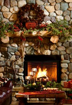 Christmas #harth, #wreath #fireplace http://balancedgreen.org