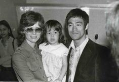 Bruce Lee, Linda, and Shannon together while filming The Way of The Dragon Brandon Lee, Bruce Lee Family, Family Guy, Bruce Lee Kung Fu, Kai Tak Airport, History Of Hong Kong, Way Of The Dragon, Action Movie Stars, Bruce Lee Photos