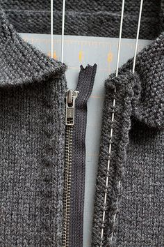 Sewing a zipper on a knitting Tutorial for Crochet, Knitting, Crafts. Sewing Hacks, Sewing Tutorials, Sewing Crafts, Sewing Tips, Zipper Crafts, Dress Tutorials, Fabric Crafts, Knitting Patterns, Sewing Patterns