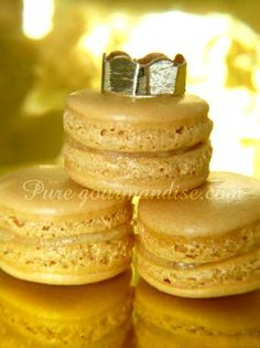 Frangipani King Macarons - www. Macarons, Macaron Cookies, Ganache Macaron, Macaron Recipe, Choux Pastry, French Pastries, Sweet Recipes, Food And Drink, Biscuits