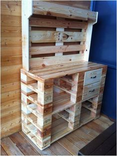 Cool Woodworking Projects To Fall In Love With – Cut The Wood - Woodmasters Guide Pallet Garden Furniture, Diy Furniture Projects, Diy Pallet Projects, Upcycled Furniture, Art Projects, Decoration Palette, Table Palette, Palette Projects, Pallet Cabinet