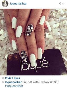 Absolutely love the simplicity with a pop of swag French Nails Glitter, Fancy Nails, Bling Nails, White Nails, Love Nails, How To Do Nails, Pretty Nails, My Nails, Gorgeous Nails
