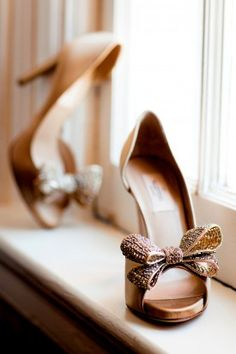 Bridal shoes with bows