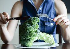 Jedzmy brokuły, przyprawiajmy kurkumą i przepijajmy zieloną herbatą. To dieta przeciw nowotworom Broccoli, Vegetables, Fitness, Food, Sport, Diet, Turmeric, Deporte, Essen