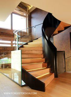 Escalier moderne en acier avec leds et verre cintré extra blanc