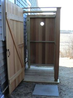 Image from http://dainstephensdesign.com/images/feature/outdoorshower/outdoorshower_interior1.jpg.