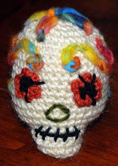A cute crochet sugar skull. Crochet Skull, Cute Crochet, Crochet Toys, Knit Crochet, Crochet Things, Knitting Yarn, Knitting Patterns, Crochet Patterns, Crochet Ideas