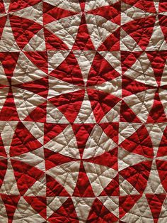 I adore red and white quilts.and circles.in quilts. Old Quilts, Antique Quilts, Vintage Quilts, Winding Ways Quilt, Kaleidoscope Quilt, Two Color Quilts, Red And White Quilts, Machine Quilting, Quilt Making