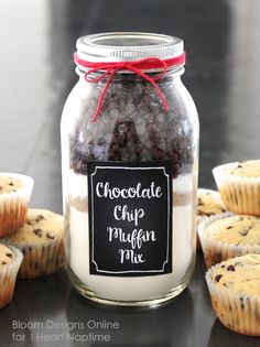 Chocolate chip muffin jars with FREE printables! Cute gift idea