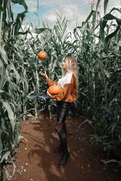 Fall Senior Pictures, Fall Pictures, Fall Photos, Fall Pics, Bff Pictures, Senior Photos, Pumkin Patch Pictures, Pumpkin Patch Photography, Pumpkin Outfit