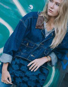 funda-portátil-pelo-azul-6 Denim, Jackets, Collection, Fashion, Electric Blue, Blue Nails, Notebook Covers, Plushies, Down Jackets