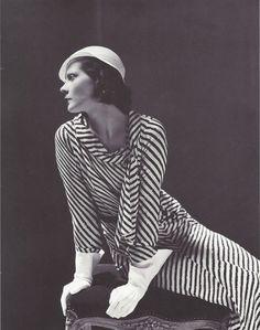 George Hoyningen-Huene- La princesse Nathalie Paley habillée en Lucien Lelong et avec un chapeau Maria Guy, 1931