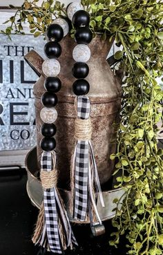 Black buffalo checkered/farmhouse/casabeads/black and white Wood Bead Garland, Diy Garland, Beaded Garland, Garlands, Crafts To Make, Fun Crafts, Chalk Crafts, Christmas Crafts, Christmas Decorations