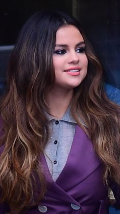 Selena Gomez Curly Hair, Selena Gomez Cute, Curly Hair Styles, Singer, Actresses, Sexy, Beauty, Beautiful, Singers