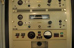 The control and amplifier of the transmitter. In the center is the frequency display for fm-transmitting.