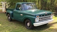 old pickup trucks 1965 Ford F100, Car Ford, Old Ford Trucks, Old Pickup Trucks, Pickup Camper, Lifted Trucks, Lifted Ford, Classic Pickup Trucks, Ford Classic Cars