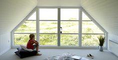 Gavlvinduer - Find et gavlvindue i høj kvalitet her hos VELFAC Bedroom Balcony, Building A House, Sweet Home, Shed, Villa, Loft, Windows, Kitchen Ideas, Garage