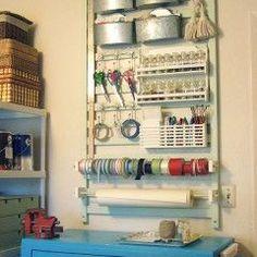 Craft room organization using a repurposed crib rail. Old Baby Cribs, Old Cribs, Craft Organization, Craft Storage, Office Organisation, Wall Storage, Storage Center, Storage Design, Storage Rack