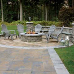 Nicolock offers inspirational ideas for using pavers to transform your garden, landscaping, decks, driveways and walkways into beautiful outdoor living spaces. Backyard Patio Designs, Yard Design, Backyard Landscaping, Landscaping Ideas, Design Cour, Design Jardin, Outdoor Fire, Outdoor Living, Fire Pit Plans