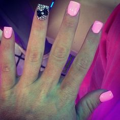LOVE! <3 diamonds bow and pink nails;)